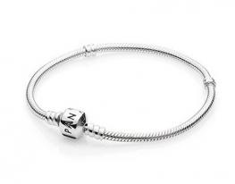 Серебряный браслет Pandora с фирменным знаком