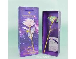 Роза в подарочной коробке светится фото