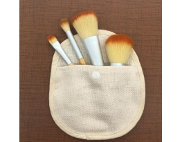 Набор бамбуковых кистей для макияжа в чехле, 4 шт. фото