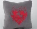 Подушка для влюбленных Пламенное сердце фото 1