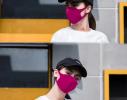 Трехслойная защитная маска многоразовая малиновая фото 2