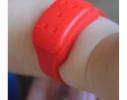 Силиконовый браслет от комаров MINI красный фото 2