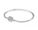 Серебряный браслет Pandora с застежкой паве