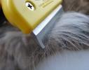 Фурминатор с кнопкой желтый для кошек и собак 6,5 см