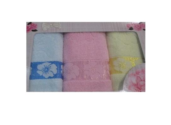 Подарочный набор махровых полотенец с вышивкой фото