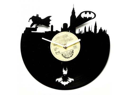 Часы настенные Бэтмэн в городе фото