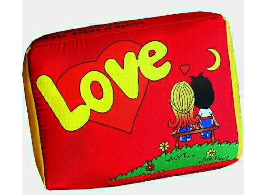 Подушка Love is красная фото 1