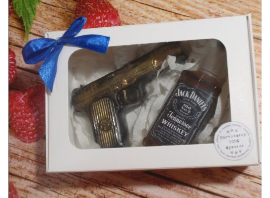 Натуральное мыло в наборе Инструмент Виски и пистолет фото