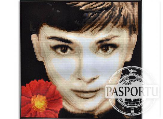 Набор для вышивки картины Одри Хепберн 34х34см фото