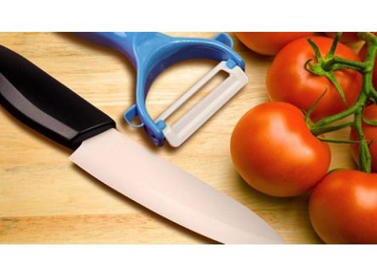 Керамический нож и овощечистка фото